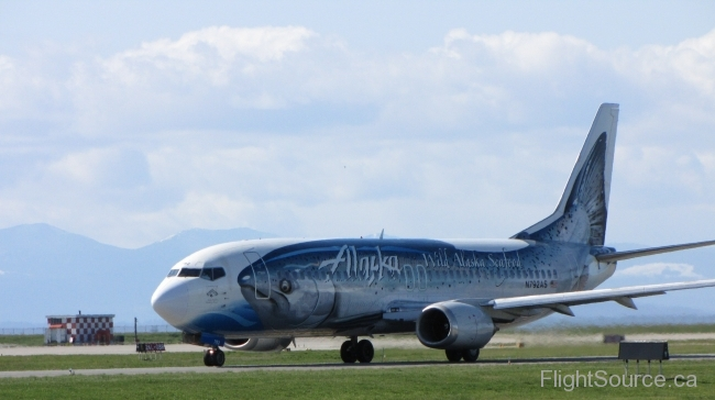 Alaska Airlines 737-490 Salmon livery N792AS